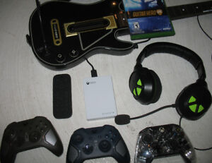 LOT XBOX ONE (manettes + headset + disque dur + guitar hero)