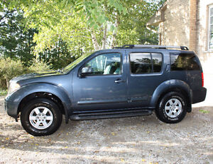 2005 Nissan Pathfinder SE Off Road SUV Tow Package, Leather