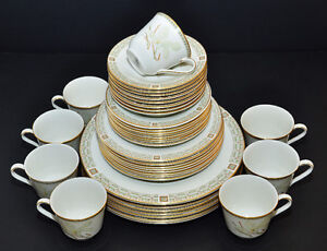 ROYAL DOULTON WHITE NILE FINE BONE CHINA DINNERWARE SET