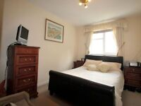 For rent double bedroom with ensuite shower in Nice family house located in Sutton