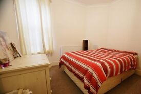 Lovely 3 double bed flat between Parsons Green and Fulham. Also easy reach Hammersmith, Earls Court