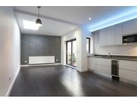 Modern & New 1 Double Bedroom Apartment With Private Terrace Located Walking Distance to Liverpool