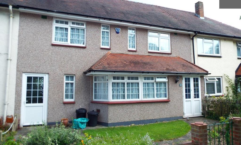 4 bedroom house in Spearpoint Gardens, Newbury Park