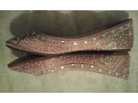 DOLCIS SLIP ON FLAT SHOES SIZE 6