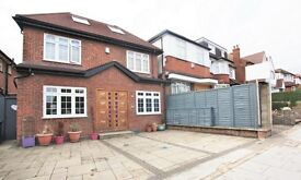 4 bedroom house in Princes Park Avenue, Golders Green, NW11