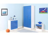*BRAND NEW* New High Gloss Blue / White Bedroom set Wardrobe 4 Drawer Chest Of Drawers Bedside Table