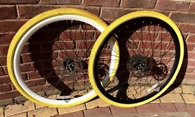 700c Saracen Deep-section Double-wall Alloy Rims with Disc Brake Rotors and Dutch Perfect Tyres