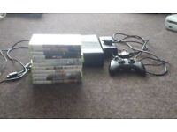 Xbox 360 s 500G in black with pad and games.