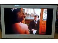 32'' White Toshiba LCD TV/DVD