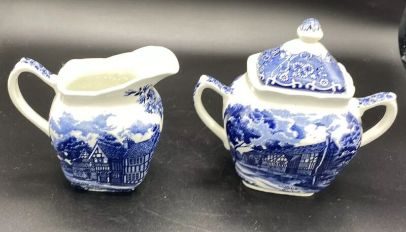 Vintage GRINDLEY England Sugar Bowl with Lid And Creamer Country Inns Blue/White