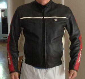 Moto - Manteau cuir Dainese & pantalons cuir Dainese