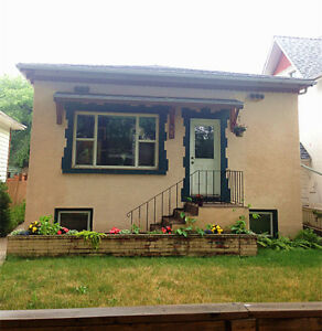 Utilities Included 2 Bedrooms Main Floor House near Broadway Ave