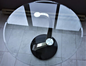 """Contemporary 48 """" Round Glass and Stainless Steel Table Kitchener / Waterloo Kitchener Area image 4"""