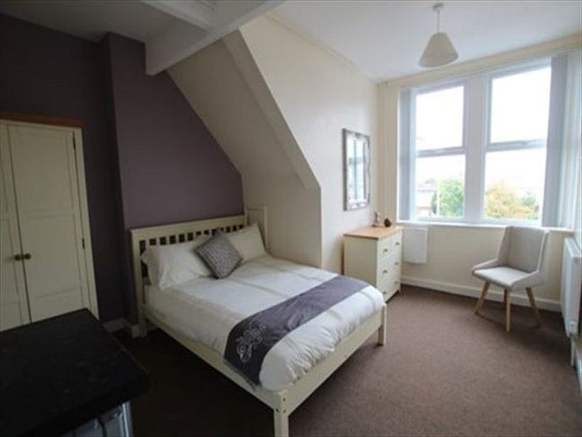 Lovely double room available in large Kensal Rise