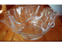 Lovely large impressive clear glass fluted bowl or dish. Excellent used/displayed condition. £8 ovno