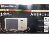 Russell Hobbs - Cream 'Legacy' microwave 20L 800W