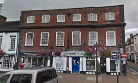 Spacious 2 Bed Flat Bridgnorth Low Town with Parking