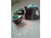 Very unusual Teapot and 3 cups