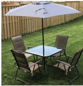 Patio Set w/ 4 chairs and umbrella