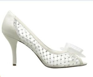 Chaussures Nina taille 6 couleur ivoire pale