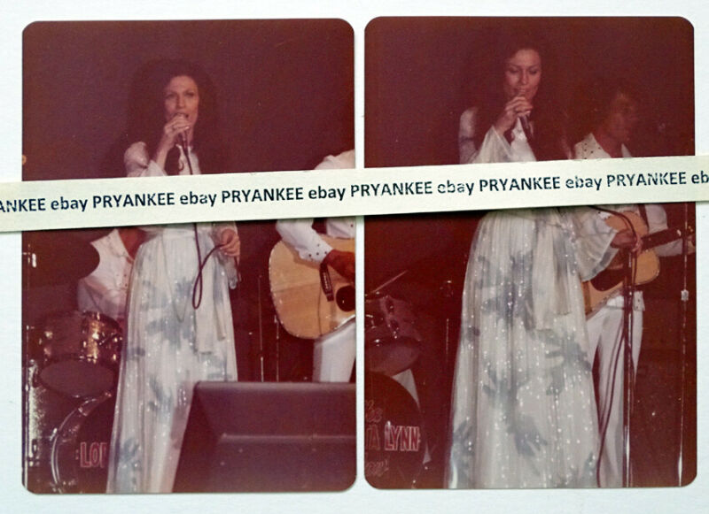 2 Vintage LORETTA LYNN Original UNPUBLISHED? 1974 CONCERT Photo / COUNTRY MUSIC