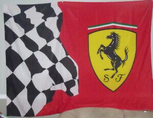 Très beau fanion de l'écurie FERRARI (course F1)