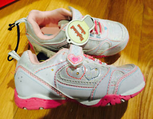 Brand New - girl light up running shoes Size 10