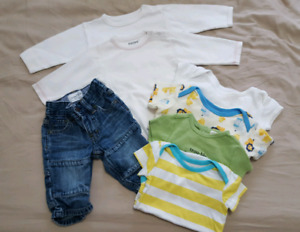 Baby lot (3-6 months, onesies and jean)
