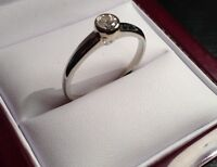Heirloom 18 kt, White Gold diamond ring-size 9