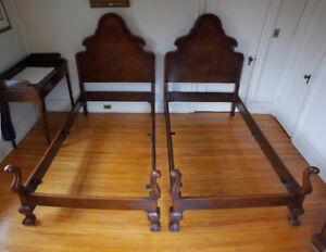 Set of antique Chippendale mahogany twin beds - early 20th c.