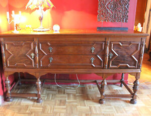 Grand buffet en noyer, walnut credenza, sideboard with designs