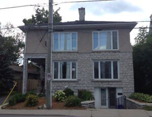 3 BDM BEAUTIFUL STUDENT APARTMENT-STEPS TO QUEEN'S/KGH