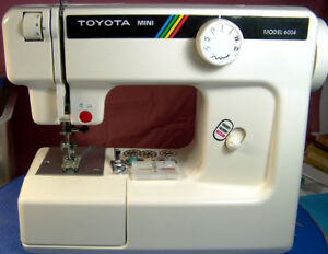 FREE-ARM TOYOTA MINI 6004 COMPACT SEWING MACHINE RARE NICE