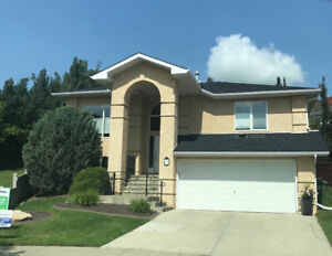 Beautiful home in Erin Ridge, near the new Shops/river, new roof