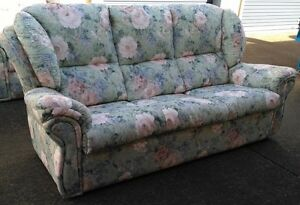 3 piece floral lounge setting Tuncurry Great Lakes Area Preview