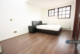 1 bedroom in Rope Street, Rotherhithe, SE16 (#1065602)