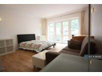 1 bedroom in Eleanor Close, London, SE16 (#1161069)