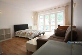 1 bedroom in Eleanor Close, London, SE16 (#1079219)