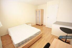 1 bedroom in Rosher Close, London, E15 (#940641)