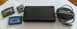 Black Nintendo DS Lite with R4 card + 2 games