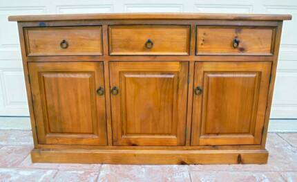 Solid Wooden 3 Drawer 3 Door Sideboard/Buffet