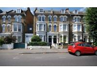 3 bedroom flat in Stapleton Hall Road, Crouch Hill