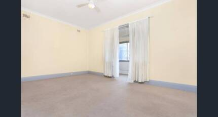 3 bed room flat available for sharing
