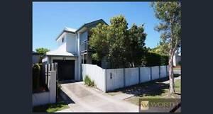 SINGLE BEDROOM + MAIN BATHROOM in a stylish Nundah townhouse! Nundah Brisbane North East Preview