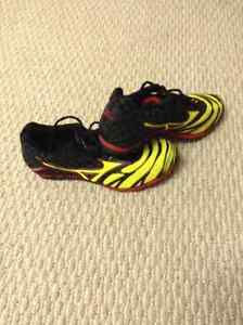 RUNNING SPIKE SHOES London Ontario image 1