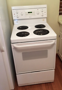 "24"" FRIGIDAIRE STOVE, WORKS GREAT!"