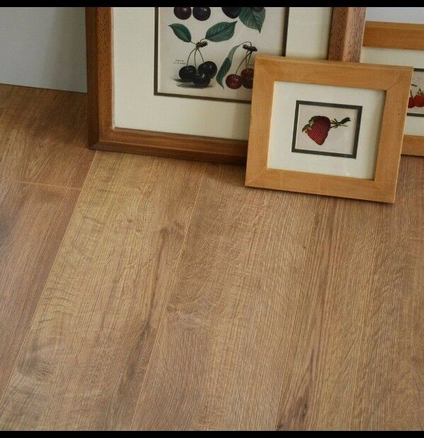 A Grade 12mm Overture Natural Milano Oak Effect Laminate Flooring