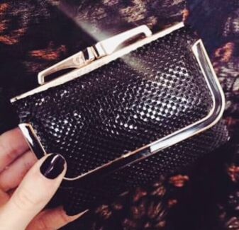 WANTED: Glomesh wallet Albion Brisbane North East Preview