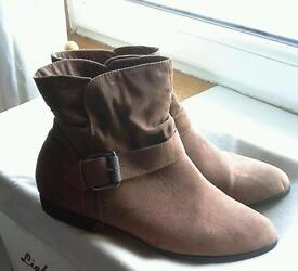 **WOMENS ANKLE BOOTS** AS NEW ** SIZE 5