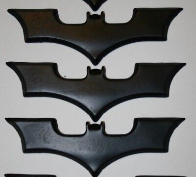 (Batman Dark Knight Costume Batarang Resin Prop Replica Set of 3)